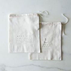Print gift bags - Cotton Printed Gift Bags (Set of – Print gift bags Bag Packaging, Pretty Packaging, Jewelry Packaging, Packaging Design, Packaging Ideas, Fashion Packaging, Custom Packaging, Cotton Drawstring Bags, Cotton Bag