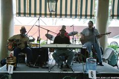 BIG AND EASY BLUES BAND AU GAZEBO BAR A NEW ORLEANS LE 5/05/2015Le dernier jour de mon s�jour en Louisiane je fl�nais pour la derni�re fois dans les rues pittoresques de la New Orl�ans lorsque j'entendis un orchestre qui capta mon attention. Le Big and...
