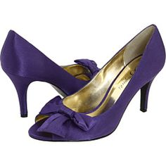 I definitely want a plum/aubergine/eggplant shoe with a short heel! Now just to find the right color...
