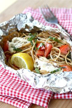 Whole Wheat Pasta Packet Recipe with Goat Cheese & Tomatoes…For Camping! Whole Wheat Pasta Packet Recipe with Goat Cheese & Tomatoes…For Camping! Foil Packet Dinners, Foil Dinners, Foil Packets, Goat Cheese Pasta, Goat Cheese Recipes, Graham Crackers, Cooking Recipes, Healthy Recipes, Gastronomia
