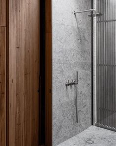 How to Choose the Perfect Shower Bathroom Toilets, Laundry In Bathroom, Bathroom Fixtures, Master Bathroom, Bathroom Showers, Bathroom Vanities, Diy Bathroom Decor, Bathroom Colors, Bathroom Interior
