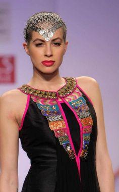 Wills fashion week. Pakistani Dresses, Indian Dresses, Indian Outfits, Kurta Designs Women, Blouse Designs, India Fashion, Asian Fashion, Girl Fashion, Neckline Designs