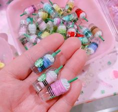 Pin by Laura Novoa on miniaturas Miniature Crafts, Miniature Food, Miniature Dolls, Polymer Clay Kawaii, Polymer Clay Charms, Doll Crafts, Fun Crafts, Accessoires Lps, Bottle Charms