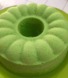 Bolu Kukus Pandan Indonesian Desserts, Asian Desserts, Indonesian Food, Bakery Recipes, Snack Recipes, Dessert Recipes, Cooking Recipes, Cupcakes, Bolu Cake