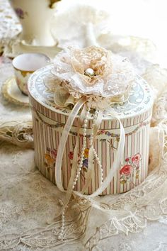 Lace and pearls box, very pretty