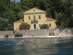 Swimming past Valhoretti Island