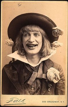 From doll masks to bags over heads to outfits that can't even be described with words, these vintage Halloween costumes are supremely creepy. Creepy Pictures, Old Pictures, Old Photos, Vintage Photos, Scary Images, Ghost Pictures, Creepy Vintage, Vintage Circus, Bazar Bizarre
