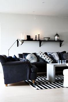 Ich glaube, ich sollte mal mein Sofa-Regal aufräumen...