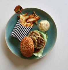 Zelfgemaakte friet met hamburger - Grillen is meer dan een aangebrand streepje op je voedsel