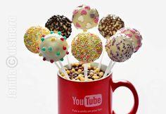 Cake pops pas cu pas – reteta video via Cake Recipes, Dessert Recipes, Desserts, Cake Pops How To Make, Candy Pop, Cooking Cake, Recipe For 4, Chocolate Recipes, Truffles