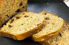 This Best Ever Low Syn Banana Bread is the ultimate Slimming World cake recipe, ideal for pudding or as a healthy snack to satisfy your sweet tooth. Slimming World Banana Cake, Slimming World Desserts Puddings, Banana Bread Recipes, Cake Recipes, Sugar Free Banana Bread, Banana Oatmeal Muffins, Baked Alaska, Good Healthy Recipes, No Bake Cake