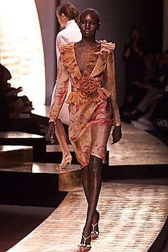 Valentino Spring 2001 Couture Fashion Show - Valentino Garavani, Alek Wek