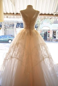 "dreamy 1950's wedding dress. 23"" waist. :-("