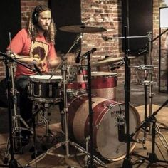 Anthony Grilli is among the drum set teachers who also offer guitar and bass lessons, from beginner to intermediate levels. He has 10 years of experience as a performer and songwriter that he can apply to teaching.
