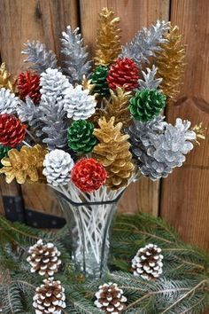 Easy Christmas Decorations, Pine Cone Decorations, Cone Christmas Trees, Easy Christmas Crafts, Christmas Centerpieces, Christmas Projects, Simple Christmas, Fall Crafts, Christmas Wreaths