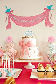 Sarah, another easy take on the princess cake and the banner totally makes the party. Magical Cinderella Birthday Party {Pink Princess} will soooooo do this for my daughter Cinderella Baby Shower, Cinderella Birthday, Baby Shower Princess, Princess Birthday, Girl Birthday, Birthday Crowns, Birthday Cake, Princess Theme Birthday, Happy Birthday
