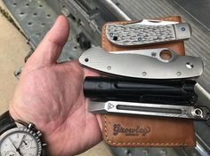 Doug here. It's moving day for me and my family. Here's my #MovingDay hand dump. The pry bar light and blades have been used constantly. . . In my carry:  @growleyleather Leather Field Notes Notebook @penaknives Slipjoint @spyderco_inc Military sunburst titanium Overready BOSS flashlight @zwoodknives Pry @omega Grey Side of the Moon Coors Light (not pictured) . . .  #HandDump #EverydayCarry #CarryEveryday #EverydayConsiderations #Spyderco #GrowleyLeather #Flashlight #Overready #EDC #Knife…