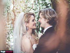 Ice Dancers Charlie White and Tanith Belbin Say 'I Do' http://www.people.com/article/ice-dancers-charlie-white-tanith-belbin-say-i-do