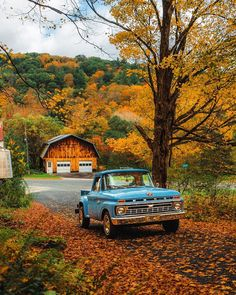 Are you ready for autumn?🍂🍂 📍The Berkshires Photo📸 touristicplaces Country Life, Country Living, Country Farm, Country Music, Country Backgrounds, Autumn Cozy, Autumn Morning, Autumn Fall, Autumn Scenery