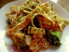 Asia-Nudel-Garnelen-Omelett-Wok