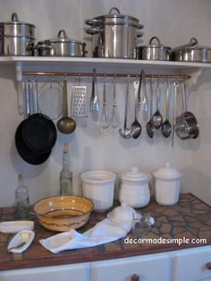 Idea of the Week: DIY Pot Rack Transform a Recycled Shelf and Copper Tube Into a Great Kitchen Space Saver Eclectic Kitchen, Diy Kitchen, Kitchen Dining, Kitchen Ideas, Kitchen Upgrades, Kitchen Reno, Kitchen Stuff, Utensil Storage, Pan Storage