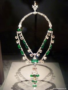 The Spanish Inquistion necklace- Smithsonian Museum. 17th Century Emeralds from Colombia and Diamonds from India. http://bit.ly/HKUuFy