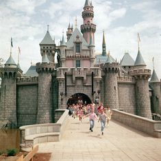 28 Mágicas fotos del día de apertura de Disneylandia en 1955