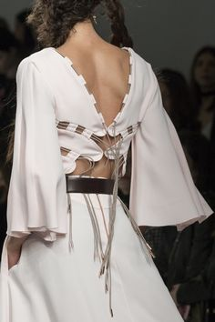 Antonio Berardi at London Fashion Week Fall 2017 - Details Runway Photos