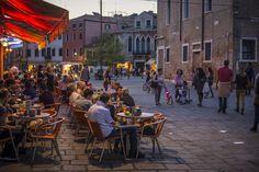 Soirée au Campo San Margherita à Venise pour y déguster un spritz, l'apéritif local