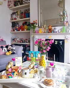 Good Morning and Happy Easter! Wishing all of our friends a joyous day! Thank you so much for sharing your gorgeous home with us! Casa Disney, Disney Diy, Disney House, Style Disney, Disney Merch, Mickey Mouse Art, Disney Cups, Disney Bedrooms, Kitchen Ornaments