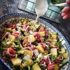 Goodmorning! Vandaag vind je op mijn #blog het #recept van deze #rosbief #salade met #blauwekaas #dressing Super simpel, mega lekker! Link in bio. #puurenlekkerleven #foodblogger #dutchblogger #beefsalad
