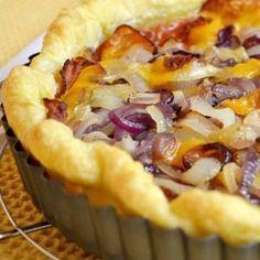 Tarte aux deux oignons, lard et cheddar Quiches, Sandwiches, Tarte Fine, Wraps, Lard, Cheddar, Food And Drink, Pizza, Cooking