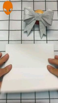 Most up-to-date No Cost Paper Crafts origami Suggestions In search of fresh hobby thoughts? Cool Paper Crafts, Paper Crafts Origami, Newspaper Crafts, Diy Crafts Hacks, Diy Crafts For Gifts, Diy Projects, Instruções Origami, Origami Videos, Paper Flowers Diy