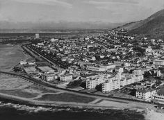 The face of Cape Town has changed significantly over the decades, but the Mother City has always been one of South Africa's most eye-catching locations. Antique Maps, Cape Town, Picture Show, Old Photos, 1940s, South Africa, Paris Skyline, Past, City Photo