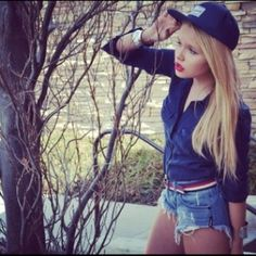 Love alli and her style Passion For Fashion, Love Fashion, Fashion Ideas, Alli Simpson, Stunning Women, Celebs, Celebrities, Girl Crushes, Her Style
