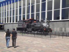 Locomotora de un tren de cargamento que alguna vez estuvo activo.