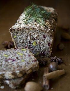Lingonberry and pistacchio rye bread. Lingonråg.