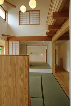 リビングより畳コーナー・寝室を見る(大屋根造りの家)- リビングダイニング事例