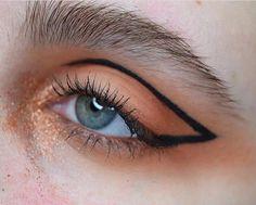 Se dette Instagram-bildet fra @ twimakeup • 309 likerklikk Makeup Inspo, Makeup Art, Makeup Inspiration, Makeup Tips, Hair Makeup, Graphic Eyes, Graphic Eyeliner, Diy Beauty, Beauty Makeup