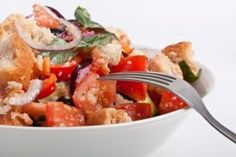 A tasty warm salad with lovely Mediterranean flavours. Vegetable Appetizers, Appetizer Salads, Italian Bread Salad, Salad Sauce, Stale Bread, Best Salad Recipes, Midweek Meals, Ciabatta, Tomatoes