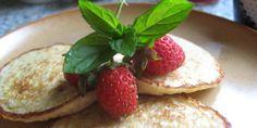 Recipe: Strawberry Tarts Ingredients For the shells: of plain flour of caster sugar of butter 2 tbsp of water For the custard: 3 large eggs 4 tbsp turbonado sugar tsp of vanilla b. Köstliche Desserts, Delicious Desserts, Dessert Recipes, Yummy Food, Yummy Treats, Sweet Treats, Strawberry Recipes, Strawberry Tarts, Pie Pops