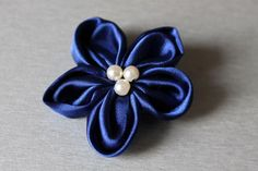 Broszka kwiat z niebieskiego materiału hand made