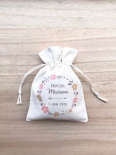 Christening pochons-baptism gifts-christening pochons-invited gift-Pochon baptism-Ballotin-pochons baby shower - Abd My Site Baptism Gifts, Christening Gifts, Wedding Cards, Wedding Gifts, Christening Decorations, Baby Dedication, Communion Gifts, Boho Baby Shower, Guest Gifts