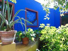 Descubre cómo vivía esta gran pintora mexicana en la que fue su antigua casa del barrio de Coyoacán, hoy convertida en museo.