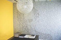 Mural de palabras positivas en la consulta del Dr. Rojas.