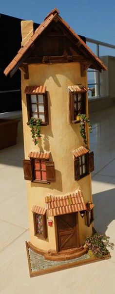 Artesanato em telhas Clay Fairy House, Fairy Houses, Clay Houses, Miniature Houses, Box Frame Art, Garden Nook, Doll House Crafts, Paper Napkins For Decoupage, Jar Lanterns