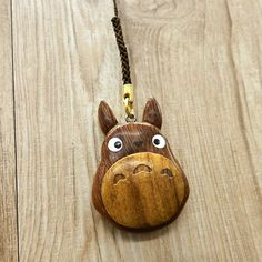 It is a cute strap Totoro wooden strap appeared ♪ Totoro and wood texture is very match in which it is warm in the smooth touch ♪  ※ I might look
