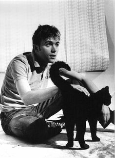 Damon Albarn born 23 March 1968 in Whitechapel, London) is an English musician, singer-songwriter, record producer and actor who came to prominence as the frontman and primary songwriter of the alternative rock band Blur. Jamie Hewlett, Blur Band, Celebrities With Cats, Celebs, Men With Cats, Tv Movie, Britpop, Cat People, Man In Love