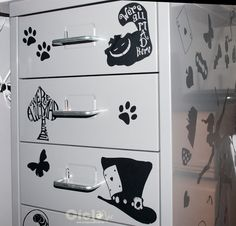 Drawers Alice in Wonderland 03
