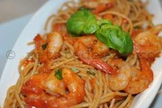Spaghetele cu creveti si sos de rosii sunt ideale pentru un pranz lejer. Daca veti opta pentru varianta integrala, atunci veti beneficia...